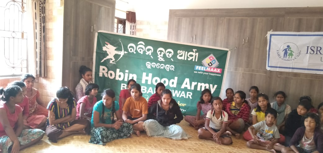 Distribution of food packets at a Child Care Centre in Bhubaneswar with Robin Hood Army