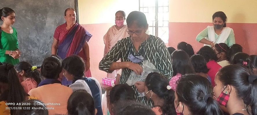 Our Project Coordinator Smt. Rohini Subudhi distributing biscuits among the children