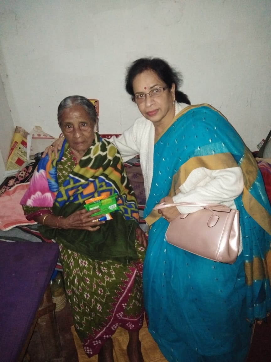 Life Member Geeta Rout donating food at an Old Age Home